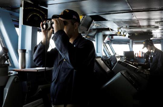 Trên tàu sân bay USS Carl Vinson. Ảnh: Reuters