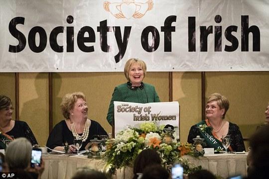 Bà Clinton phát biểu trước những đại biểu của nhóm Xã hội phụ nữ Ireland. Ảnh: AP