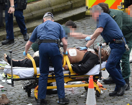 Cảnh sát Anh đã xác định được nghi phạm vụ tấn công bằng xe ở thủ đô London là một người đàn ông tên Khalid Masood. Ảnh: PA