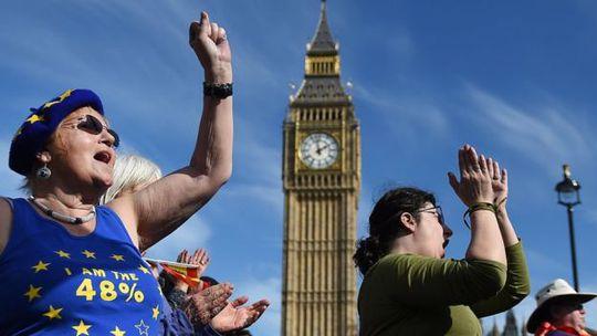 Thủ tướng May kêu gọi người dân đoàn kết sau những chia rẽ do cuộc trưng cầu dân ý về Brexit hồi tháng 6-2016 gây ra. Ảnh: EPA