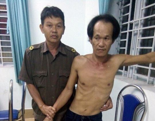 Công an xã Bình Minh bắt giữ đối tượng Lê Tấn Phong.