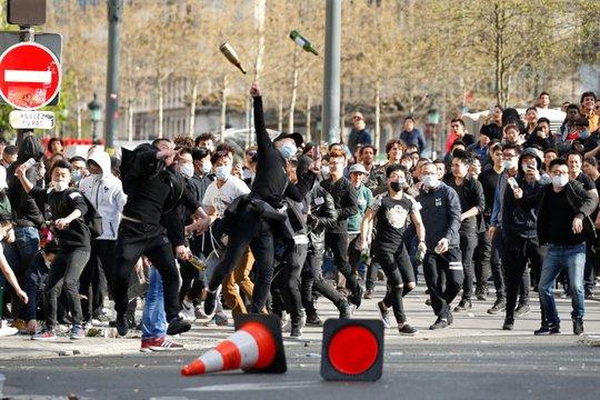 Sau biểu tình đã xảy ra đụng độ. Ảnh: Reuters
