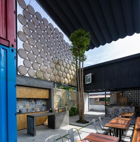 Nhà nghỉ Ccasa tại Nha Trang, Khánh Hòa được thiết kế bởi kiến trúc sư Ngô Tuấn Anh thuộc TAK Architects.