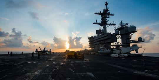 Tàu sân bay USS Carl Vinson tiến gần bán đảo Triều Tiên hôm 8-4. Ảnh: Reuters