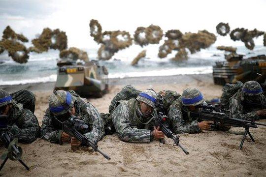Lính Hàn Quốc tham gia tập trận Đại bàng non hôm 2-4. Ảnh: Reuters