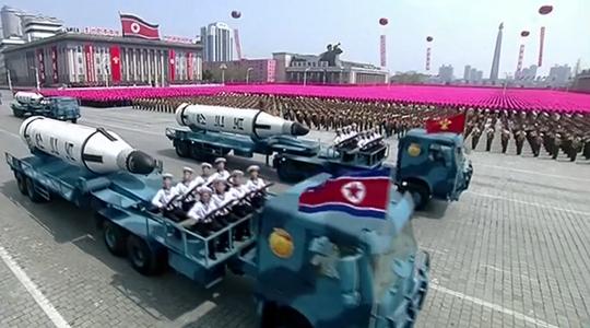 Triều Tiên lần đầu tiên khoe tên lửa đạn đạo phóng từ tàu ngầm (SLBM). Ảnh: RT