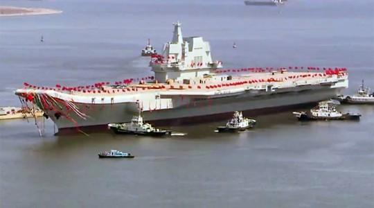 Toàn cảnh lễ hạ thủy tàu sân bay tự đóng đầu tiên của Trung Quốc. Ảnh: YouTube