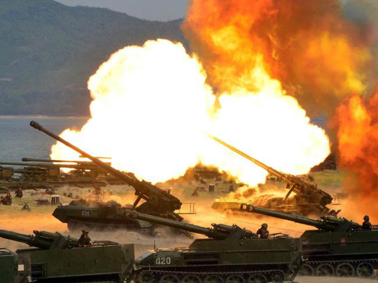 Hồi đầu tuần này, Triều Tiên tập trận pháo binh nhân kỉ niệm ngày thành lập quân đội. Ảnh: AP