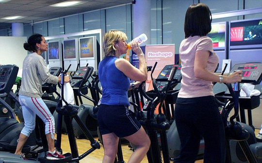 Ngày đèn đỏ, phụ nữ tập gym mang lại hiệu quả rất tuyệt vời.
