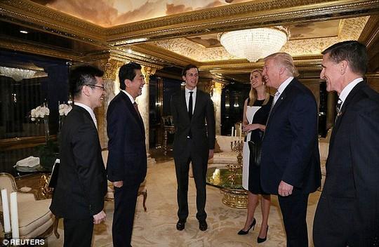 Con gái và con rể ông Trump tham gia cuộc trao đổi đầu tiên giữa cha và Thủ tướng Nhật Bản Shinzo Abe hồi tháng 11-2016. Ảnh: REUTERS