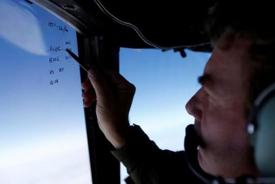 Máy bay tìm kiếm dấu vết MH370 ở vùng biển Nam Ấn Độ Dương. Ảnh: REUTERS