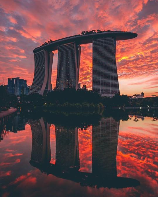 Marina Bay Sands được thiết kế như một du thuyền nằm trên ba tòa nhà chọc trời