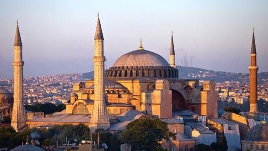 Kiến trúc tinh tế của Hagia Sophia mang dấu ấn của nhiều tôn giáo. Ảnh: Thetimes