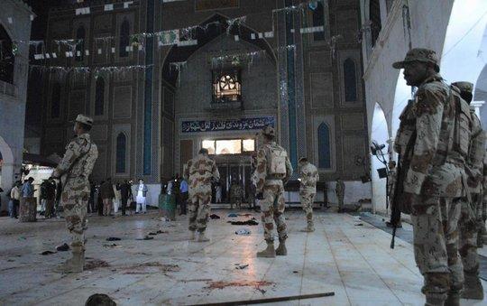 Bên trong đền thờ xảy ra vụ đánh bom liều chết Ảnh: AP
