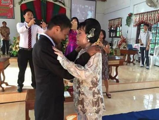 Chú rể và cô dâu trong đám cưới hôm 18/2. Ảnh: Harian Metro