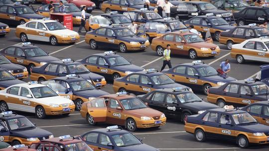 Bắc Kinh bắt đầu loại bỏ dần xe taxi thông thường và thay thế chúng bằng xe điện. Ảnh: Shutterstocks