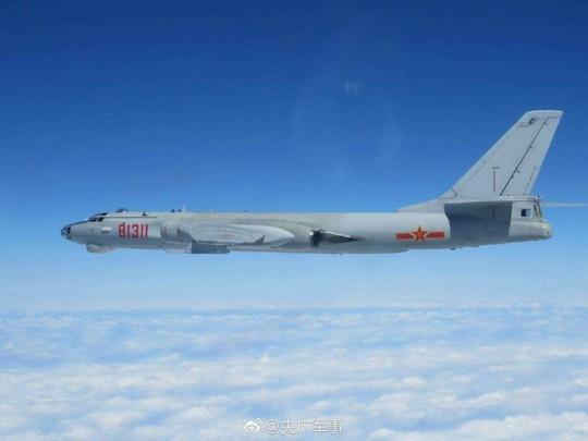 Máy bay ném bom H6 của Trung Quốc Ảnh: PEOPLE'S DAILY