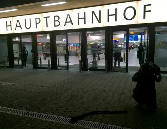 Nhà ga Hauptbahnhof sau vụ tấn công ngày 9-3 Ảnh: REUTERS