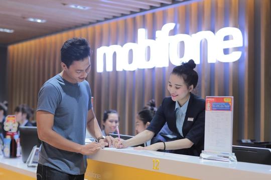 Khách hàng dễ dàng sở hữu sim 4G khi đến đổi sim miễn phí tại các cửa hàng MobiFone