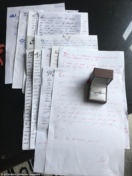 Timothy đã dành 3 năm cầu hôn Candice bằng 14 lá thư tình đầy ẩn ý. Ảnh nhân vật cung cấp