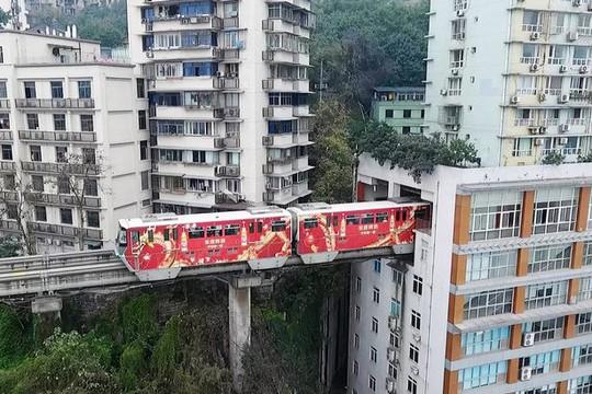 Nhà ga xe lửa nằm ở tầng 6-8 tòa nhà. Ảnh: VISUAL CHINA GROUP