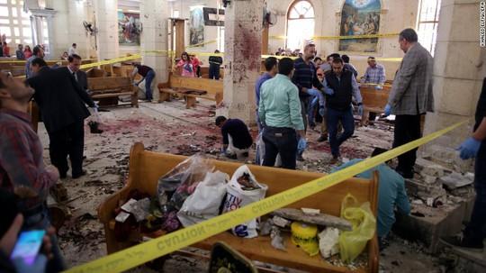 Hình ảnh hiện trường vụ đánh bom. Ảnh: CNN
