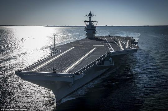 Tàu sân bay USS Gerald R. Ford ra khơi thử nghiệm hôm 8-4. Ảnh: AP
