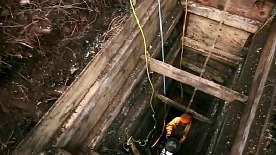 Các nhà khảo cổ tìm thấy đồ nhóm lửa, móc câu và giáo mác ở khu khai quật. Ảnh: Hakai Institute.