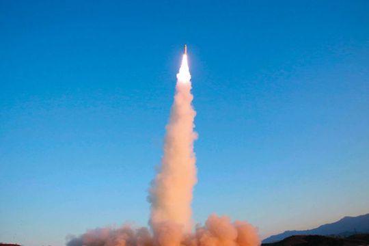 Triều Tiên phóng thử tên lửa đạn đạo tầm trung Pukguksong-2 hồi tháng 2 Ảnh: AP