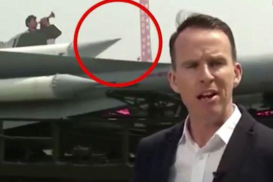 Đầu tên lửa lung lay (khoanh đỏ) được nhìn thấy trong đoạn video. Ảnh: BBC