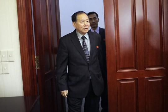 Thứ trưởng ngoại giao Triều Tiên Han Song-ryol trong một cuộc phỏng vấn với hãng AP ngày 14-4. Ảnh: AP
