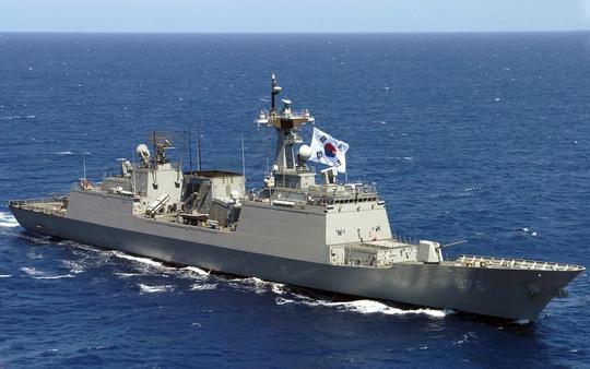 Hàn Quốc đã phát triển tên lửa dẫn đường từ tàu chiến có khả năng tấn công phủ đầu Triều Tiên. Ảnh: National Interest
