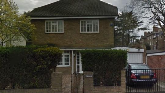 Căn nhà được cho là trụ sở của công ty KNIC tại London. Ảnh: THE TIMES