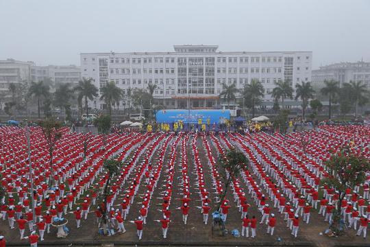 Hơn 5.000 người cao tuổi tham gia đồng diễn xác lập kỷ lục Việt Nam