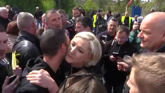 Pháp: Bà Le Pen phục kích ông Macron - Ảnh 1.