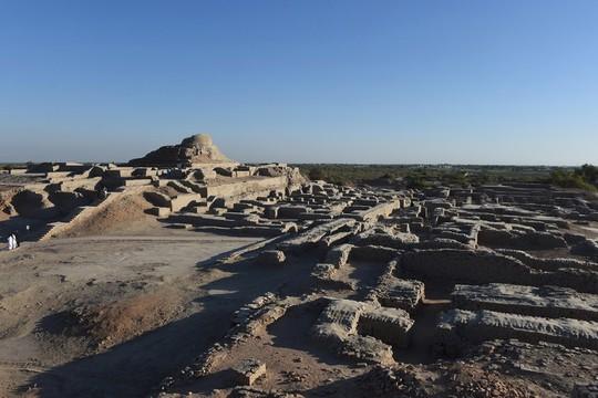Cứu thành phố 5.000 tuổi bằng cách... chôn lại xuống đất - Ảnh 1.