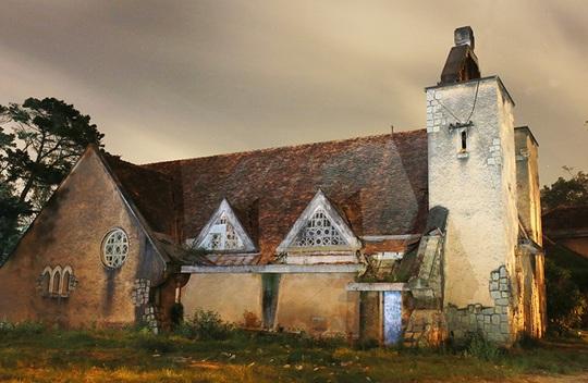 Bí ẩn tu viện bỏ hoang hút khách tại Đà Lạt - Ảnh 1.