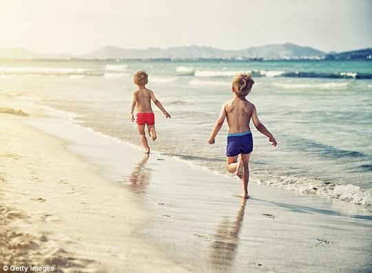 Hiểm họa từ những bức ảnh trẻ em bị đăng vô tư lên mạng - Ảnh 2.