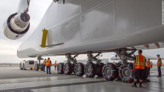 Hé lộ hình ảnh chiếc máy bay lớn nhất thế giới - Ảnh 2.
