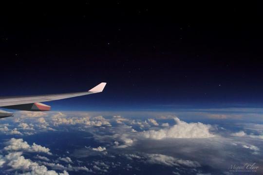 Vì sao máy bay phải bay cao hơn cả đỉnh Everest - Ảnh 2.