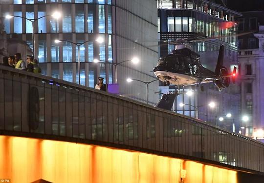 """Vụ khủng bố ở London: Đặc nhiệm """"Blue Thunder"""" lần đầu lộ diện - Ảnh 2."""