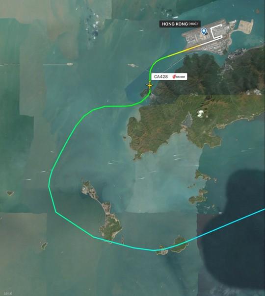 Máy bay Trung Quốc suýt lao vào núi ở Hồng Kông - Ảnh 1.
