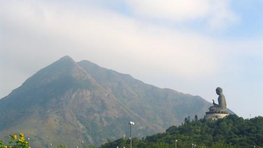 Máy bay Trung Quốc suýt lao vào núi ở Hồng Kông - Ảnh 2.