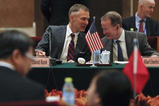 Nhà ngoại giao cấp cao nhất của Mỹ tại Trung Quốc bất ngờ từ chức - Ảnh 1.
