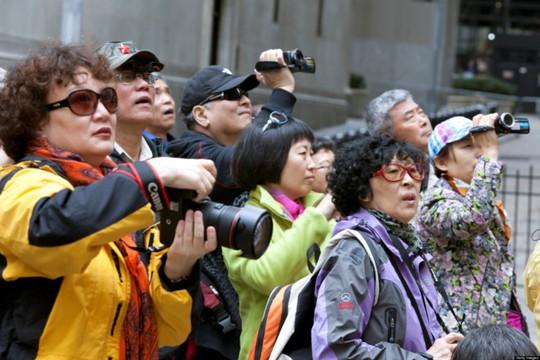 Dân Trung Quốc đổ xô đi du lịch, lập kỷ lục thế giới - Ảnh 2.