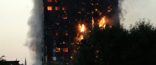 Nhiều thương vong trong vụ cháy kinh hoàng ở London - Ảnh 1.