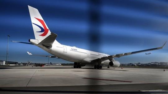 Hành khách gãy xương, rách da đầu vì máy bay bị nhiễu động - Ảnh 1.