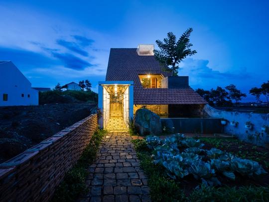 Nhà nhỏ trên cao nguyên Lâm Đồng đẹp như bước ra từ truyện cổ - Ảnh 1.