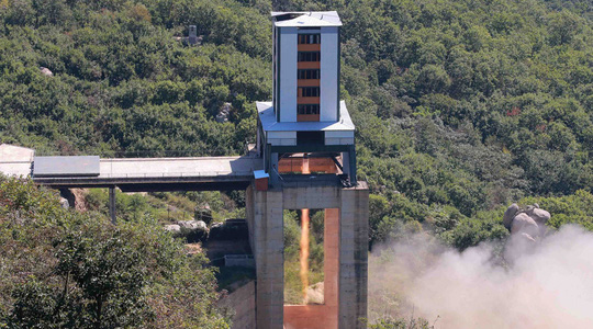 Triều Tiên thử động cơ ICBM có khả năng bắn tới Mỹ - Ảnh 1.
