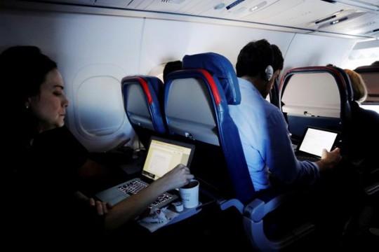 Mỹ: Kế hoạch an ninh mới thay lệnh cấm laptop trên chuyến bay - Ảnh 1.